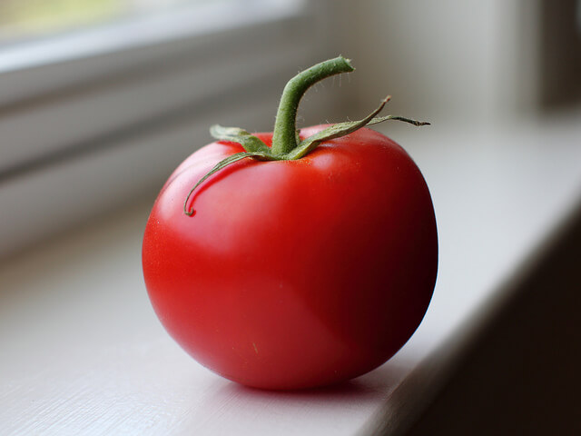 Supermarket tomatoes have no shoulders and are perfectly red. Image via Flickr Creative Commons user Mr. TinDC