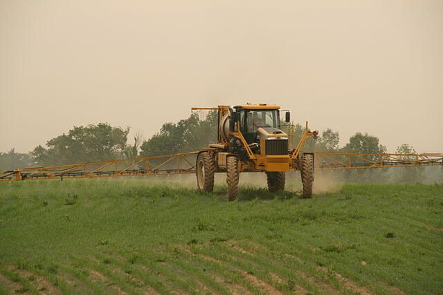 px Rogator Spraying Corn