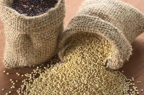 black and white quinoa grains