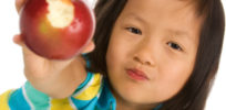 Environmentalists pressure Canadian schools to drop food waste webinar because it mentions non-browning GE apple
