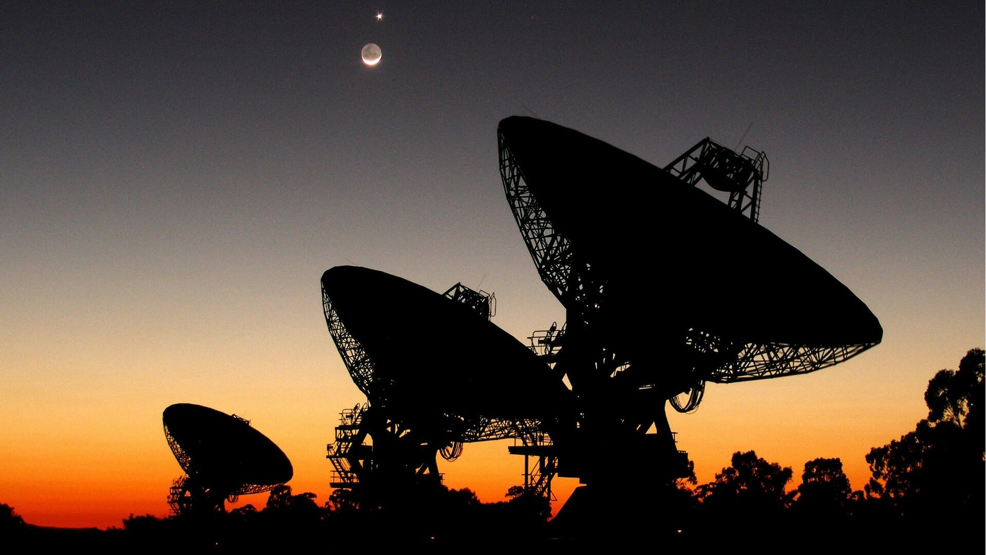 Searching for extraterrestrial life: Finding the right communication technology