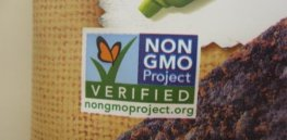 Non-GMO labels mislead everybody, but may hurt poor people the most, nutritionist claims