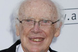 Buyer plans to return Nobel medal to James Watson
