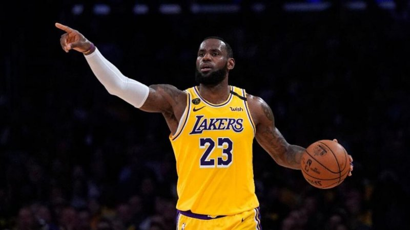 Although he plays basketball right-hand dominant, Lebron James is actually left handed. Credit: Sportsrush