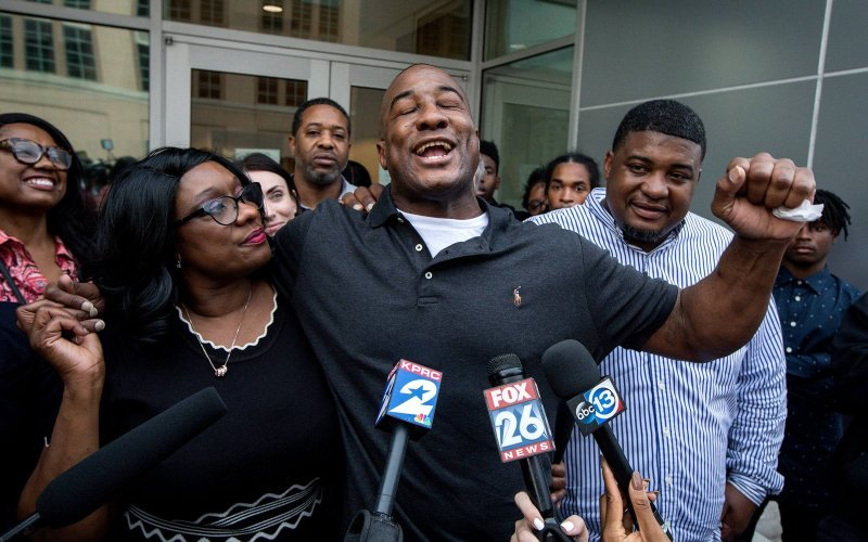Lydell Grant after his release, flanked by his mother Donna and his brother Alonzo Poe. Credit: Jon Shapley/Houston Chronicle/AP