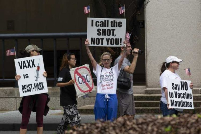People protest against Houston Methodist Hospital requiring its employees to get COVID vaccines. Credit: Yi-Chin Lee/Houston Chronicle