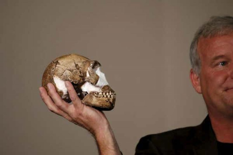 Lee Berger with a replica of the skull of Homo naledi. Credit: Reuters/Siphiwe Sibeko