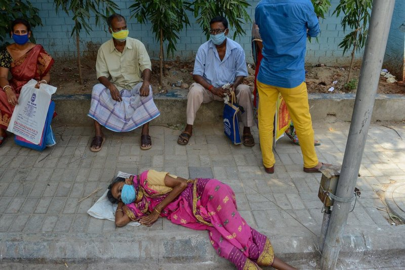 Kolkata: The scene in front of a hospital for COVID-19 patients. Credit: Debarchan Chatterjee/NurPhoto/Getty Images